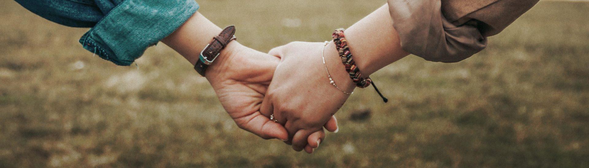 Freundschaft händchen halten nur Mit fremdenMädchen